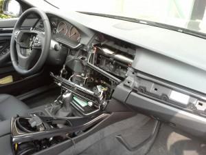 Gleich drei Navis in Overberge aus Autos der Marken Mercedes und BMW gestohlen