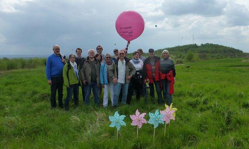 Kunstaktion des Aktionskreises für Windräder auf den Bergehalden.