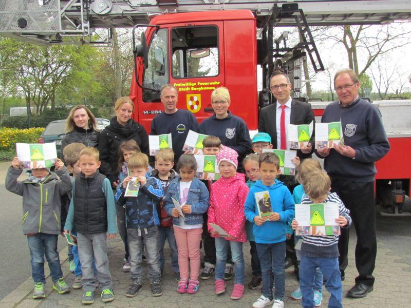 Die Maxi-Kinder der Vorstadtstrolche besuchten am Mittwoch die Löschgruppe Weddinghofen.
