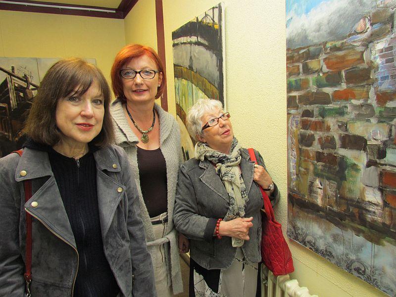 Emilia Fernandez (r.) und Monika Zybon-Biermann (l.) mit Kulturreferentin Simone Schmidt-Apel.