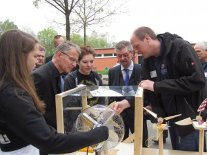 Windräder gibt es an der Willy-Brandt-Gesamtschule, dies aber nur im kleinen Format.