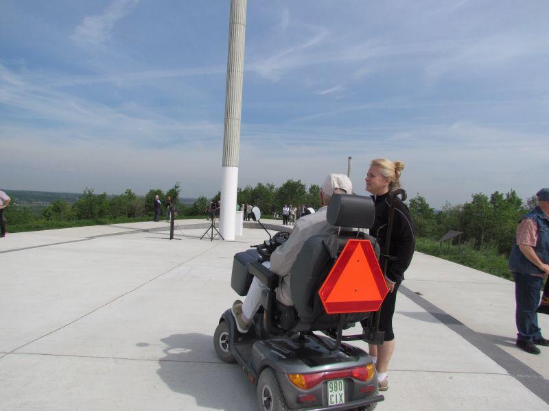 Wer nicht gut zu Fuß ist und einen Elektro-Scooter besitzt, kommt natürlich auf die Adener Höhe.