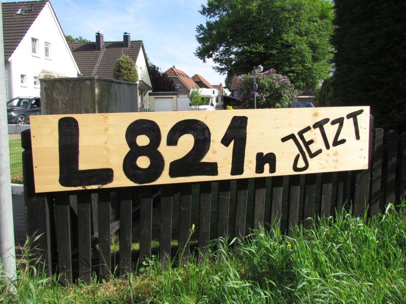 Aufforderung zum Bau der L 821n an der Kampstraße in Weddinghofen.