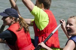 Gewonnen: Auf dem Weg in die Endausscheidung beim Drachenbootrennen.
