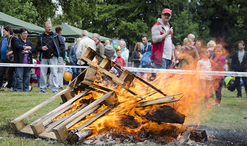 Kräftig brannte das Johannisfeuer und fachte das Wirgefühl weit über Weddinghofen hinaus an.