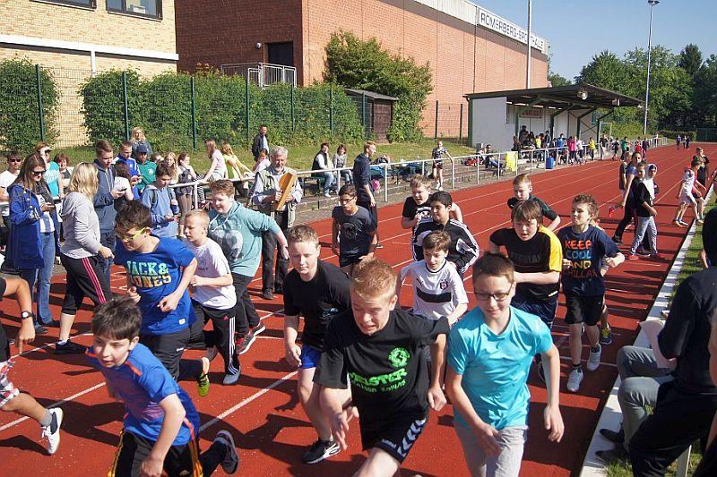 Sportfest der Realschule Oberaden im Römerbergstadion.