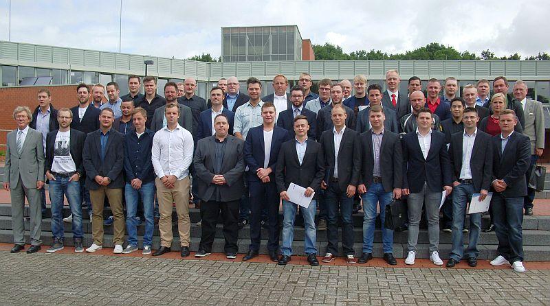 Die erfolgreichen Absolventen der Bergkamener Fachschule für Technik.