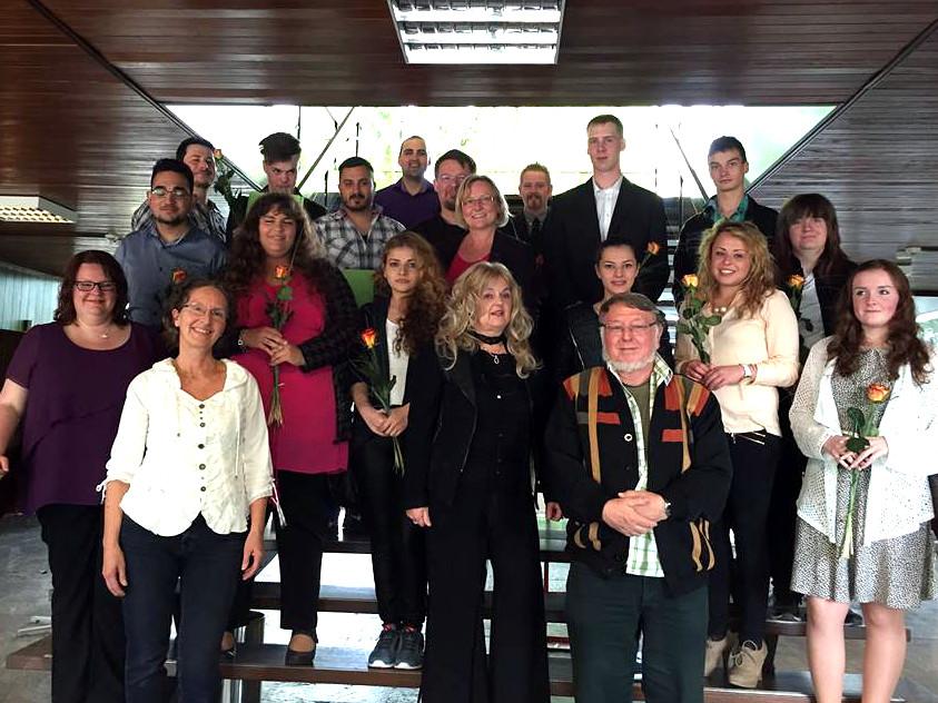 Die erfolgreichen Teilnehmerinnen und Teilnehmer der Schulabschlusskurse bei der Bergkamener Volkshochschule