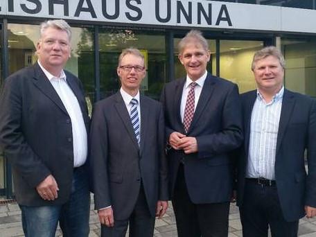 Hartmut Ganzke, Dr. Michael Dannebom(WfG Kreis Unna), Landrat Michael Makiolla und Rüdiger Weiß