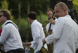 Mitreißend: Die mobile Band aus Hamm heizte mit bekannten Rhythmen ein.