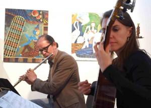 """Musikalisch umrahmt wurde die Festveranstaltung vom Duo """"Soleil Levant"""", Sandra Wilhelms (Gitarre) und Gereon Kleinhubbert (Querflöte)."""