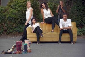 """Tanzperformance """"Zuhause"""" mit dem Chorographen und drei Tänzerinnen der Folkwang-Hochule, Essen. Musikalisch begleitet wurden sie vom Gitarristen Bastian Vogel, ebenfalls Folkwang-Hochschule"""