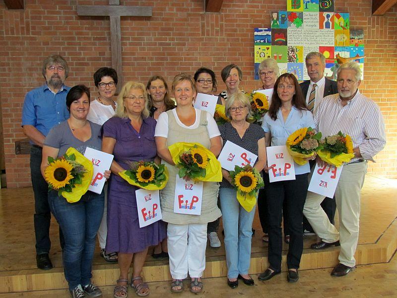"""Die neuen Familienpaten des Rundesn Tischs """"Kinder im Zentrum"""" erhielten am Samstag in der Friedenskirche ihre Zertifikate."""