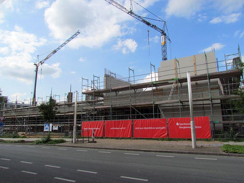 Die Baustelle für die neue Hauptstelle der Sparkasse Bergkamen-Bönen am Busbahnhof.