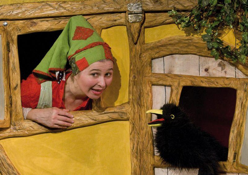 Die kleine Hexe kommt ins studio theater.