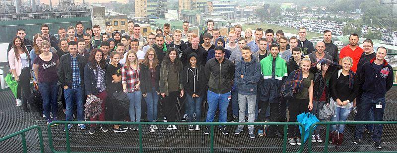Mehr als 60 junge Menschen sind bei Bayer in das Berufsleben gestartet – allein 20 von ihnen kommen aus Bergkamen.