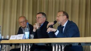 Informationen gab es aus erster Hand (v.l.): Moderator Thorsten Wagner, Andreas Kleff von den Johannitern und Bürgermeister Roland Schäfer.