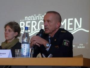 Dezernentin Nikola Rademacher von der Bezirksregierung Arnsberg und der Leiter der Kreispolizei Unna Hans-Dieter Volkmann.