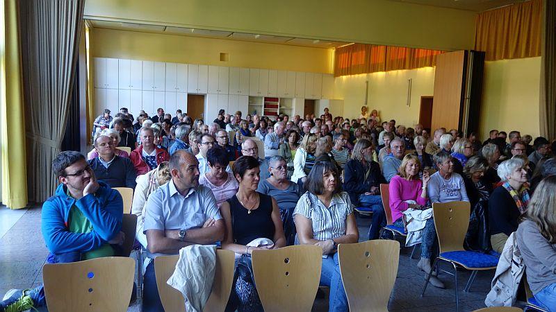 Bürgerversammlung im Martin-Luther-Haus: Diesmal fanden alle interessierten Bürgerinnen und Bürger einen Sitzplatz.