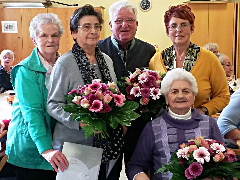 Das Foto zeigt (v.l.n.r.): Ortsvereinsvorsitzende Inge Gast, Brunhilde Vogt,  Kreisvorsitzender Wilfried Bartmann, Elfriede Wangemann, Angelika Schaeffer