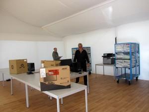 Der Aufnahmebereich: Hier werden die frisch ankommenden Flüchtlinge registriert. Dafür wurde am Freitag eine Computeranlage istalliert.
