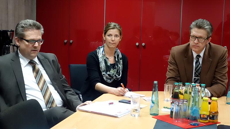 Gemeinsame Pressekonferen der Bergkamener und Kamener SPD-Fraktion (v.l.): Michael Krause, Julia Rehers (Fraktionsgeschäftsführerin Bergkamen) und Bernd Schäfer.