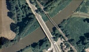 Die Behelfsbrücke soll zwischen die alte Lippebrücke und die ehemalige Zechenbahnbrücke gesetzt werden.