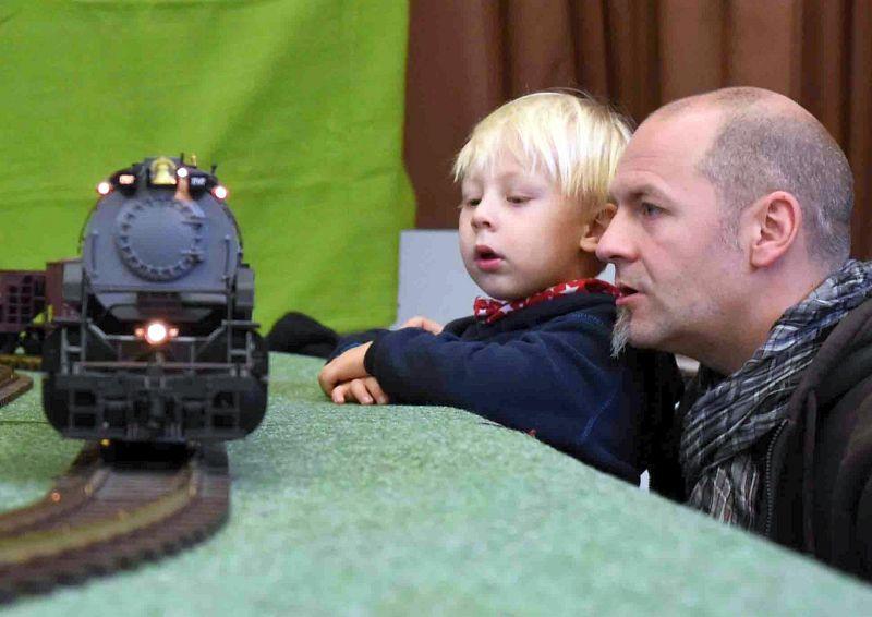 Modellbahnen lassen Kinder- und Väterherzen höher schlagen. Fotos: Ulrich Bonke
