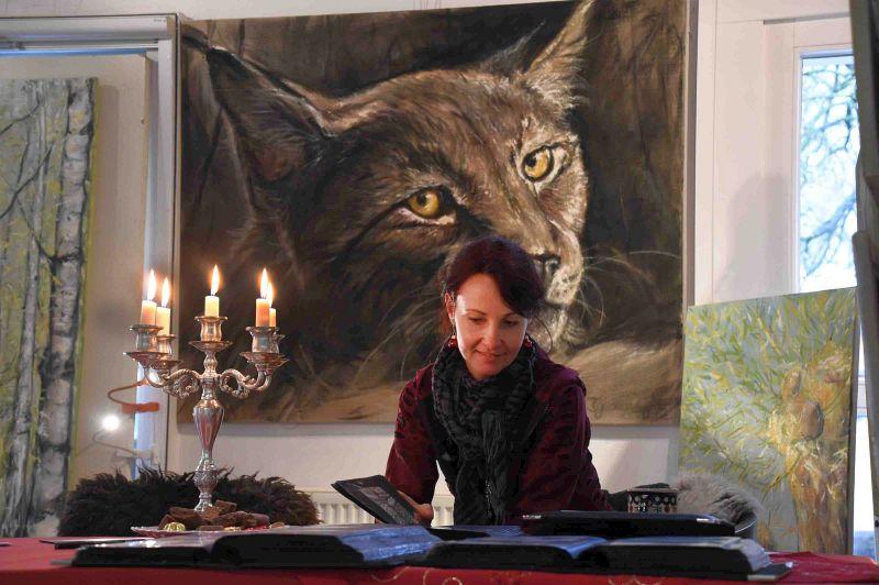 Naturmalereien sind die Spezialität von Christine Goldberg. Bei ihr wirkt der Stubentiger in dieser Größe auf Leinwand richtig gefährlich.