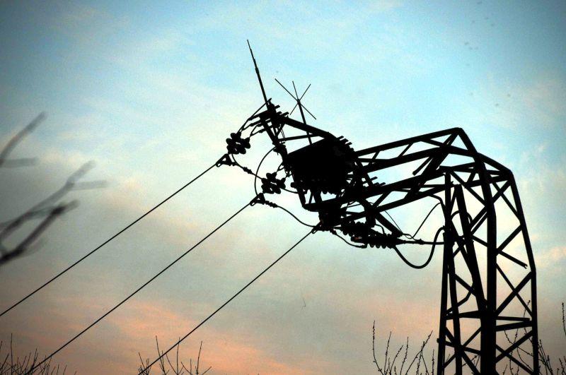 Wenn ein Kohlefrachter zieht, dann hält kein Kabel und dann knickt auch der Strommast um. Fotos: Ulrich Bonke