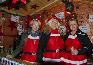 Die weihnachtliche Atmosphäre wirkte auch in der Weihnachtsbar ansteckend.