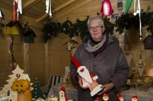 Ende einer Ära: Helga Lunemann mit ihren liebevoll hergestellten Holzprodukten.