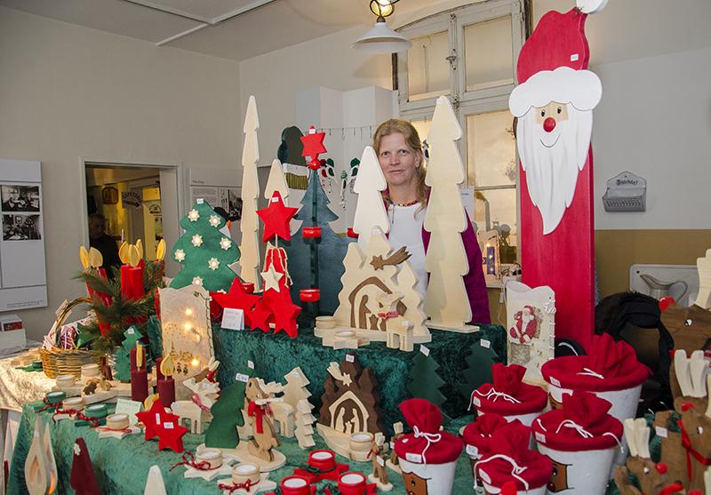 Wahre Weihnachtsmeere, in den die Menschen fast nicht mehr zu sehen sind, im Oberadener Stadtmuseum.