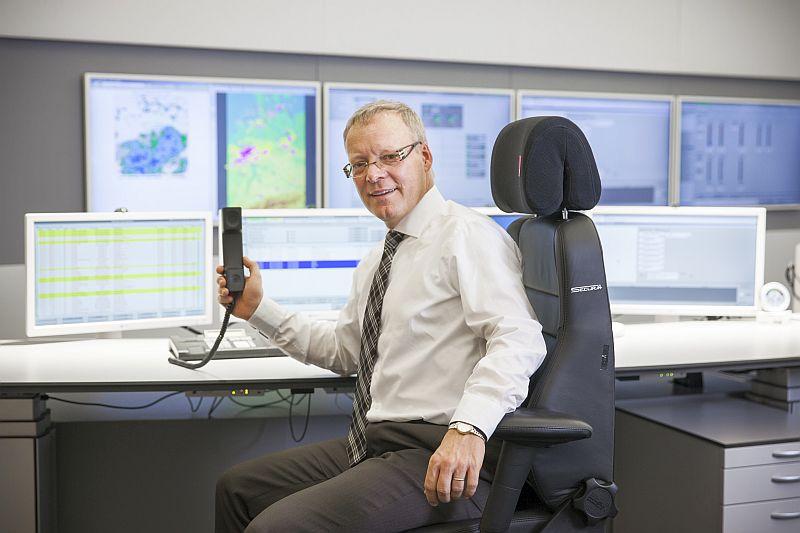 Herr Hüllen in der BÜZ (Betriebsüberwachungszentrale) auf der Kläranlage Bottrop