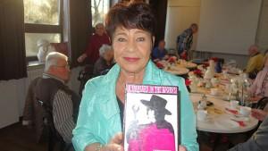 Ursula Janik hat eine Kostbarkeit mitgebracht: ein Buch, geschrieben und illustriert von John Lennon, das ihr der kanadische Brieffreund 1966 geschickt hatte.