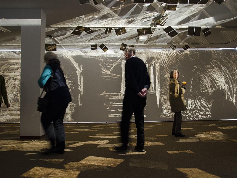 Spannendes Erlebnis: Eine Installation mit Dimensionen zum Betreten in der Galerie sohle 1.