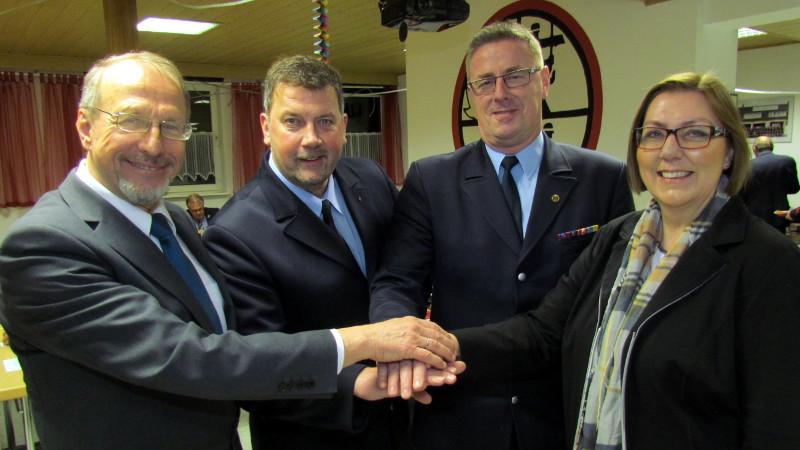 Stadt und Feuerwehr arbeiten Hand in Hand (v.l.): Roland Schäfer, Dietmar Luft, Ralf Klute und die zuständige Beigeordnete Christine Busch.