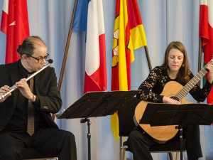 """Den musikalischen Rahmen gestaltete das Duo """"Soleil Levant""""."""