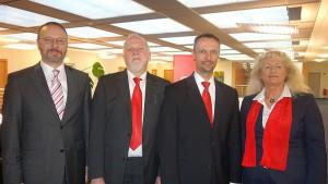 Wachwechsel bei der Sparkasse in Overberge (v.l.): Martin Weber, der neue Zweigstellenleiter Peter Vetten, sein Vorgänger Michael Müntefering und Beate Brumberg.