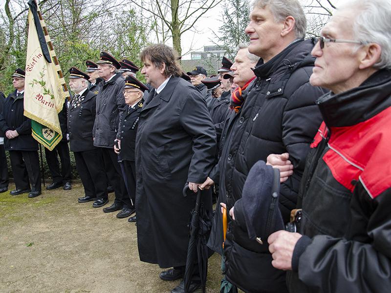 Hand in Hand beim Steigerlied: Gedenken an die Toten des Grubenunglücks vor 70 Jahren.