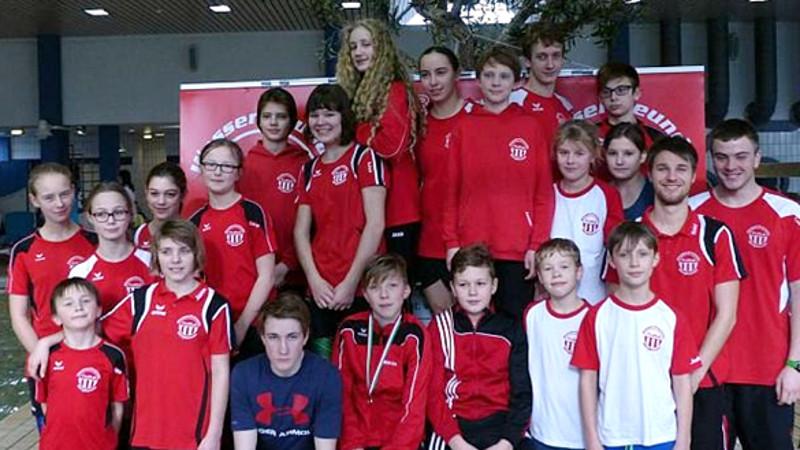 Die erfolgreichen Schwimmerinnen und Schwimmer der TuRa-Wasserfreund Bergkamen.
