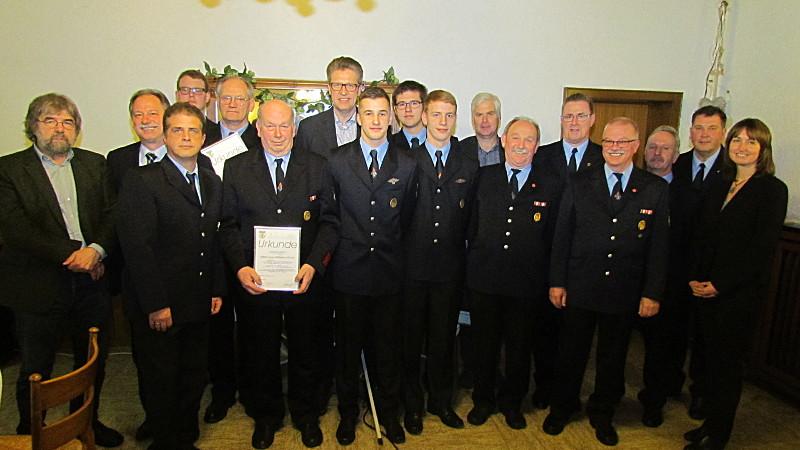 Auch Beförderungen und Ehrungen standen auf der Tagesordnung der Jahresdienstbesprechung der Löschgruppe Overberge.