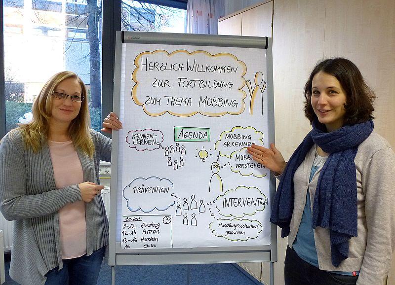 Stefanie Lippelt (l.) und Jeannette Sindermann leiteten die Fortbildung der Schulpsychologischen Beratungsstelle. Foto: K. Krieger – Kreis Unna
