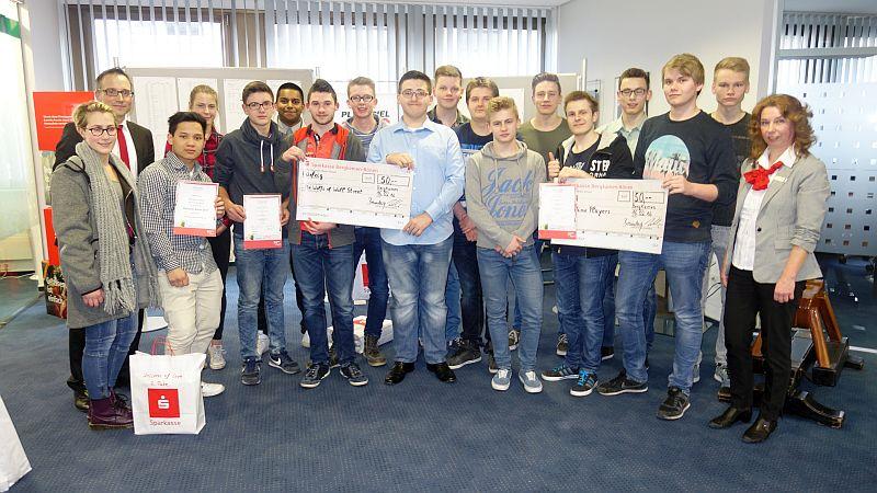 Die Siegerteams aus Bergkamen beim Planspiel Börse.