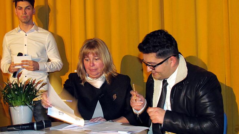 Ilka Detampel und Emre Duru bei der Vertragsunterzeichnung.