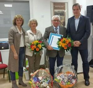 Der neue Vorsitzende Knut Bommer (r.) und Geschäftsführerin Ellen Wiemhoff (l.) mit den beiden langjährigen Vorstandsmitgliedern Christa Josephs und Wolfgang Plewka, der zu Ehrenvorsitzenden ernannt wurde.