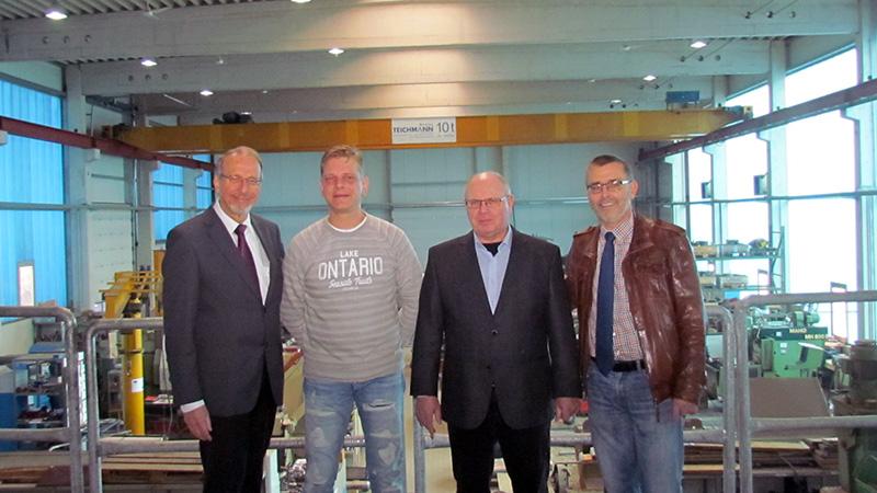 Betriebsbesichtigung bei HeGro in Rünthe (v.l.): Roland Schäfer, Detmar Gronwald, Rolf Heyder und Walter Kärger.