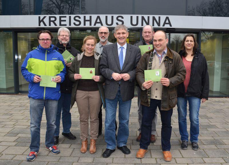 Landrat Michael Makiolla begrüßte die neuen Landschaftswächter im Kreishaus Unna. Foto: B. Kalle – Kreis Unna