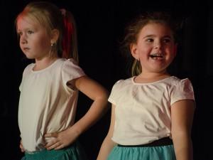 Grenzenlose Begeisterung beim Auftritt: Theaterspielen macht Spaß!