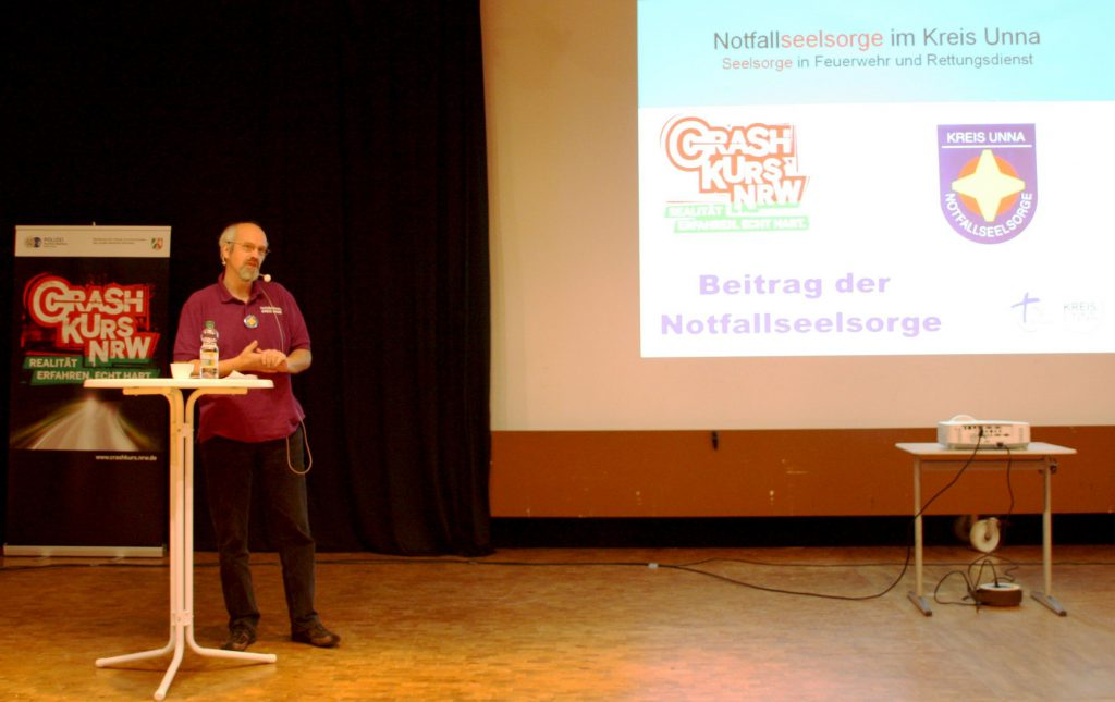 """Willi Wohlfeil in Aktion  beim """"Crash Kurs NRW"""" (Foto: Ute Hellmann, Pressestelle Kreispolizeibehörde Unna)"""